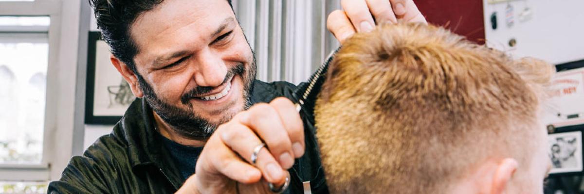10 trucuri esențiale pentru bărbați: Cum te poți bucura de un păr mereu sănătos?