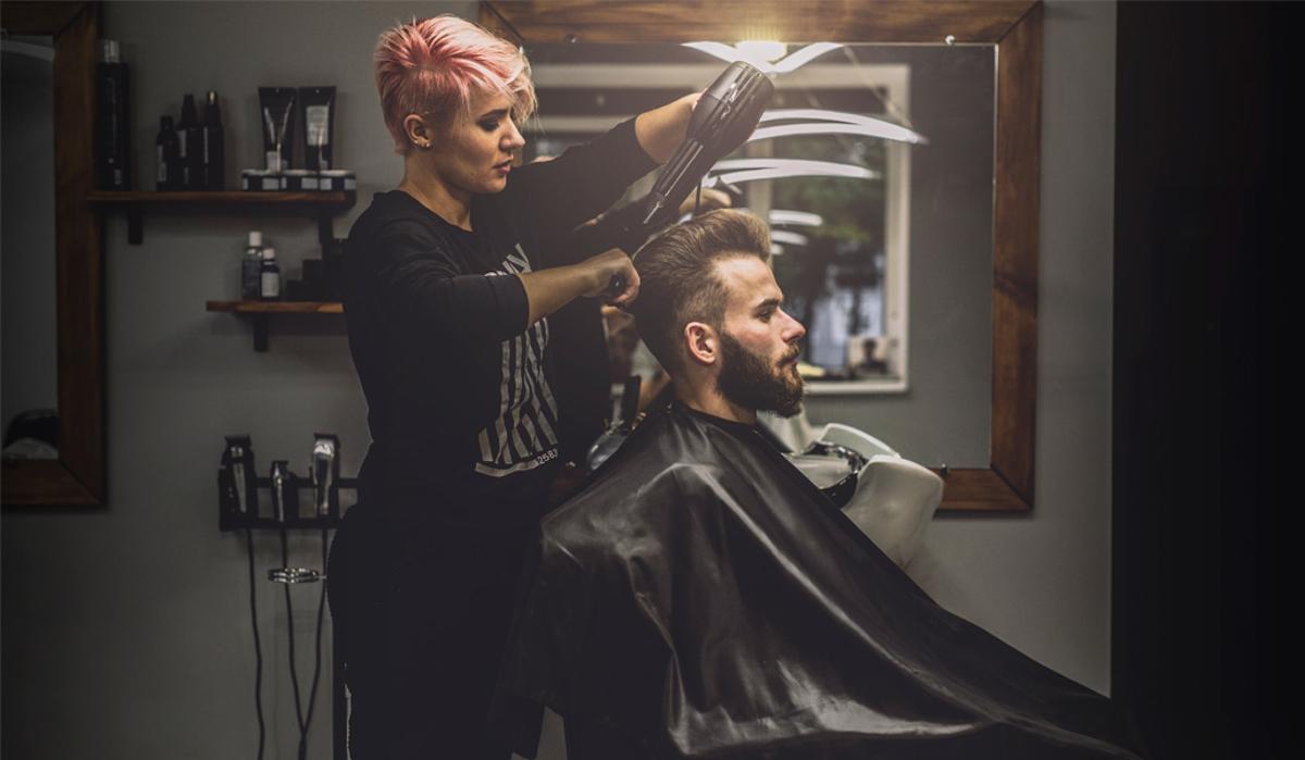 Ai nevoie de un uscător de păr profesional? Descoperă cum poți alege modelul perfect pentru clienții tăi!